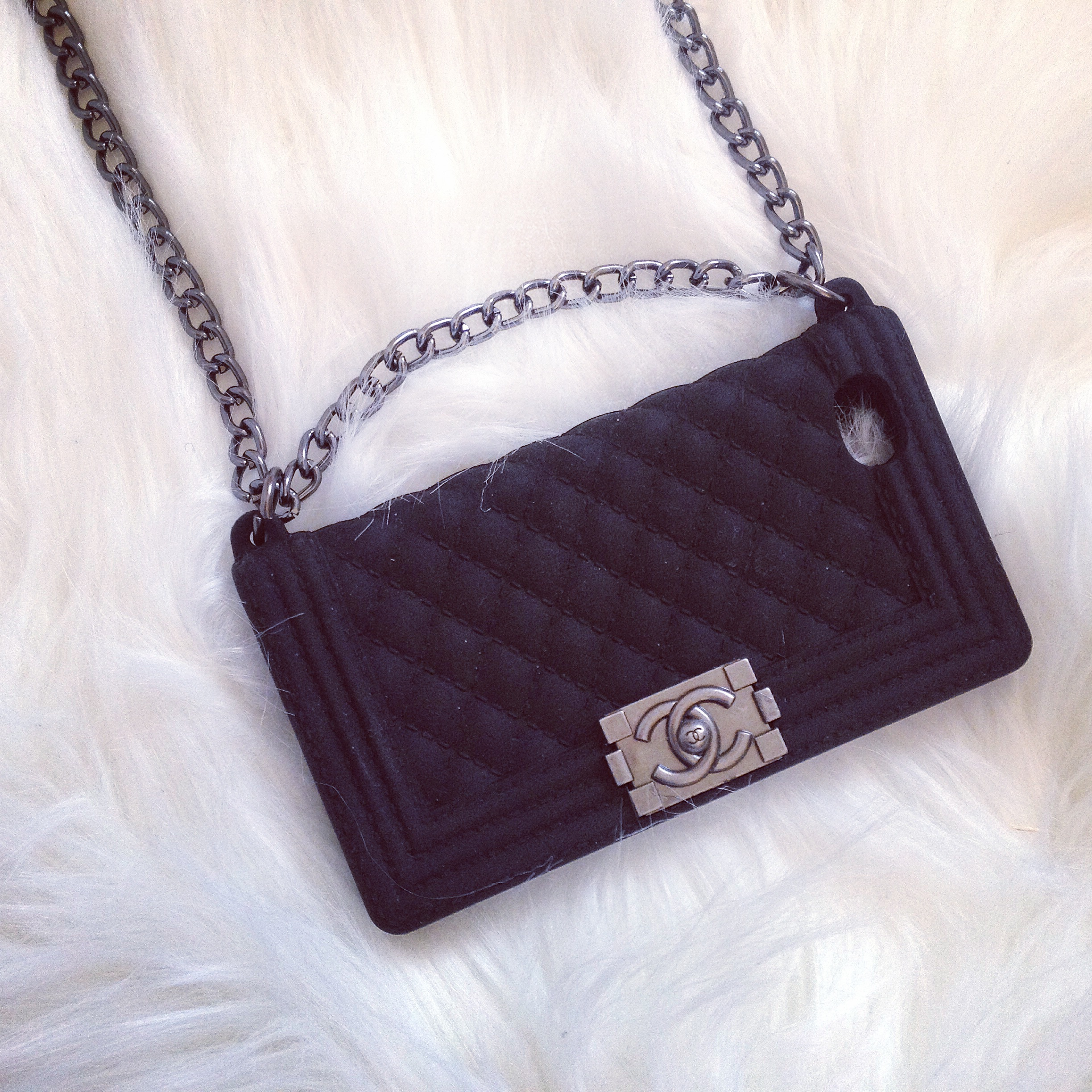 coup de coeur la coque chanel boy bag by fannyby fanny. Black Bedroom Furniture Sets. Home Design Ideas